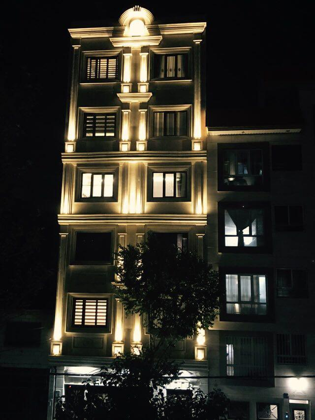 والواشر و پروژکتور در نورپردازی نمای ساختمان
